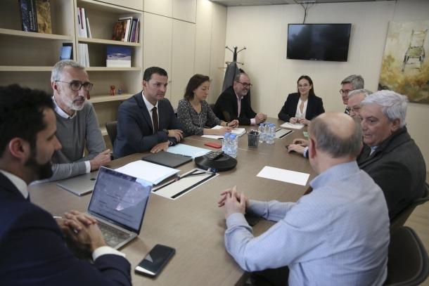 Un moment de la reunió mantinguda ahir amb els representants de la CEA per abordar la crisi del coronavirus.