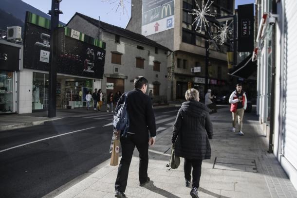 Botigues al principal eix comercial del Principat.