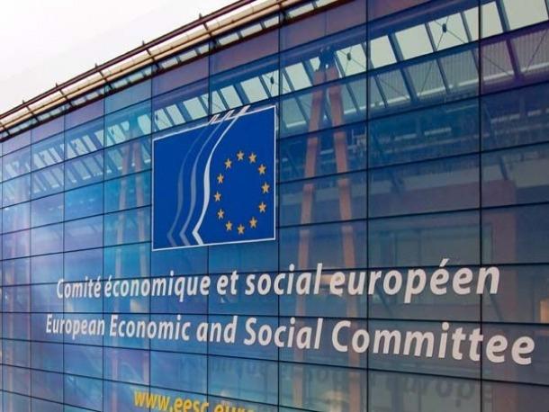 Cinc sindicats denuncien que el Govern faci públic un informe del Comitè Europeu que fa referència a la llei ja derogada.