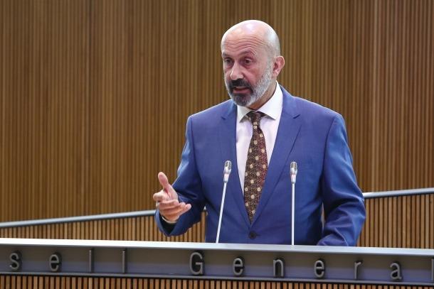 El ministre de Salut, Joan Martínez Benazet, va defensar la necessitat de disposar de més temps per encaixar les peces de la reforma.
