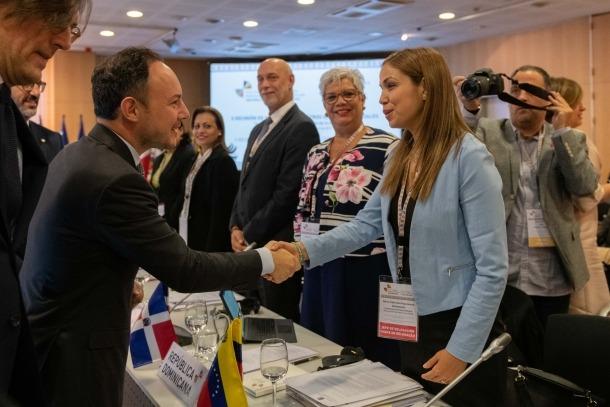 El cap de Govern, Xavier Espot, va saludar un per un els representants iberoamericans participants en la reunió.