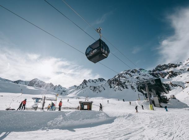 Esquiadors a les pistes d'Ordino Arcalís durant els dies de les festes de Nadal.