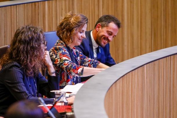 Judith Salazar, Rosa Gili i Pere López ahir durant la sessió del Consell General.