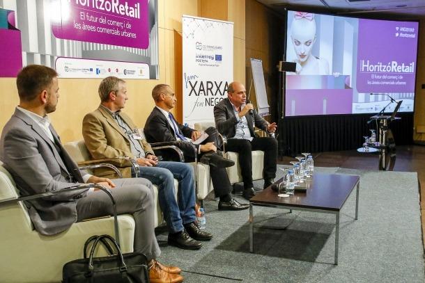 Participants en les diferents taules rodones que es van celebrar en la Jornada Horitzó Retail ahir al Centre de Congressos.