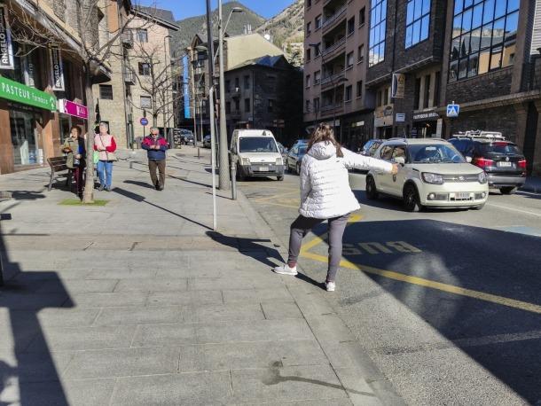 L'avinguda Sant Antoni de la Massana, on hi ha ubicats la majoria de comerços del poble.