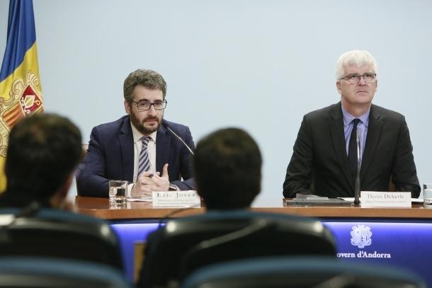 Jover i Dekerle en la compareixença d'ahir per presentar l'acord.