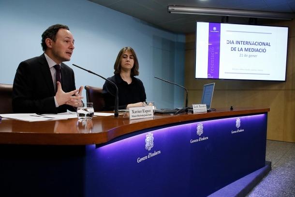 El ministre d'Afers Socials, Justícia i Interior, Xavier Espot, i la tècnica del Servei d'Atenció i Mediació prop de la Justícia, Loli Terrón.