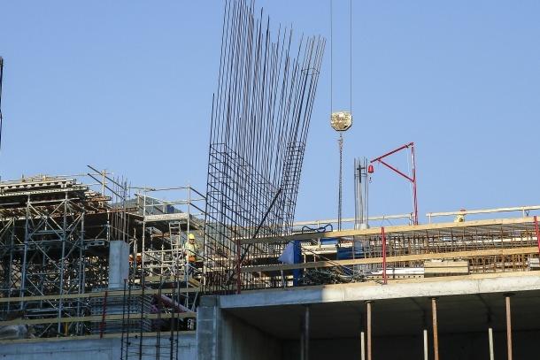 Un edifici en construcció a la parròquia d'Andorra la Vella.