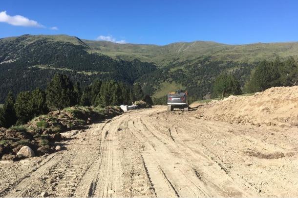 Estat en què es troba la nova pista del Pla de les Pedres, que s'ha començat a construir aquesta primavera.
