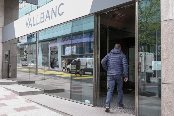 Vall Banc comença a operar i registra la retirada de prop d'un milió d'euros