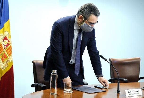 El ministre de Finances i portaveu de l'executiu, Eric Jover, abans d'iniciar la compareixença d'ahir a la tarda.