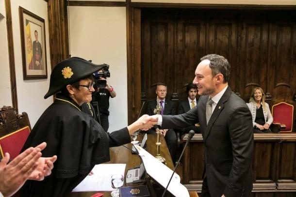 El cap de Govern, Xavier Espot, va jurar ahir acatar la Constitució davant la síndica general, Roser Suñé, a Casa de la Vall.