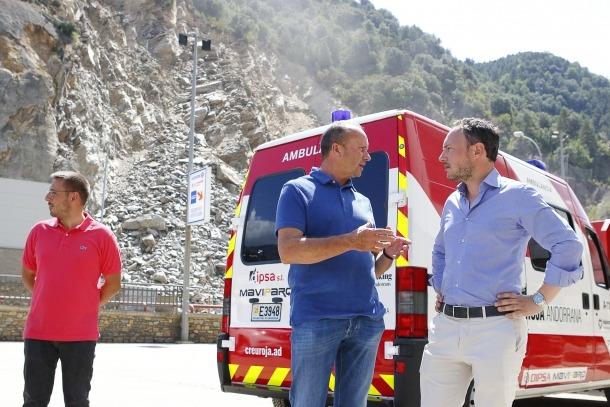 El cap de Govern, Xavier Espot, amb el ministre de Justícia i Interior, Josep Maria Rossell, ahir a la zona afectada.