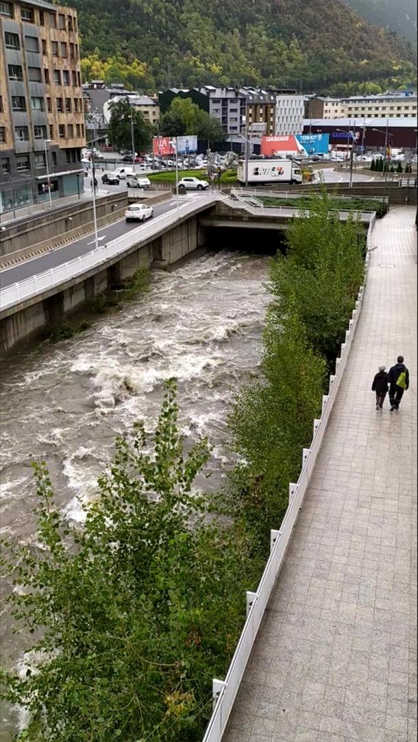 El riu Valira al seu pas per Escaldes-Engordany.