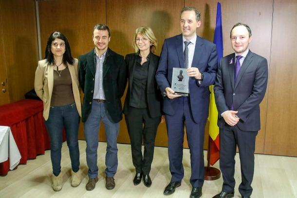 El ministre Xavier Espot va entregar el guardó Olympe de Gouges als representants d'Andorra Telecom i Inlingua, ahir al vespre.