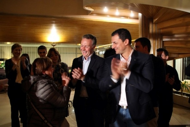 Sílvia Ferrer, Ferran Costa i Jordi Gallardo celebren el triomf de la llista de d'Acord a Andorra la Vella.