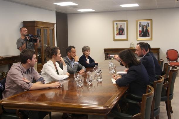 Un moment de la reunió del cap de Govern i el secretari d'Estat d'Afers Europeus amb els consellers generals socialdemòcrates.