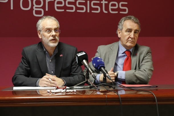 El cap de la llista nacional, Josep Roig, i el president de Progressites-SDP, Jaume Bartumeu, en la compareixença d'ahir.