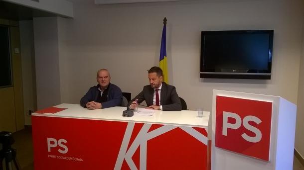 Simó Duró i Pere López en la compareixença conjunta d'ahir a la seu del Partit Socialdemòcrata.