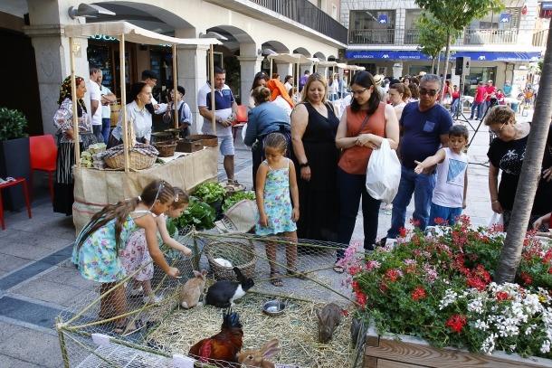 Un moment del mercat 'O Feirão' a la plaça Guillemó.