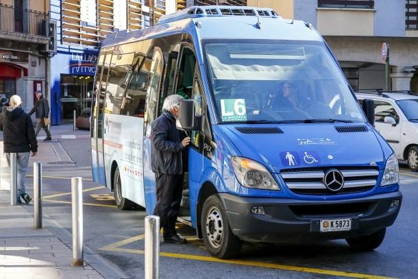 Un dels autobusos que ofereix el servei de transport públic nacional.