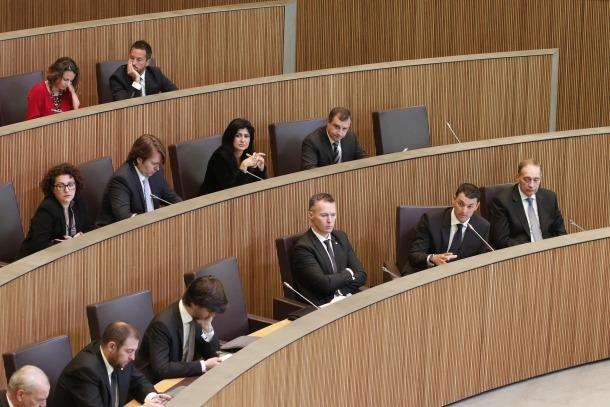 El grup liberal debat sobre la moció de censura, que descartarà presentar