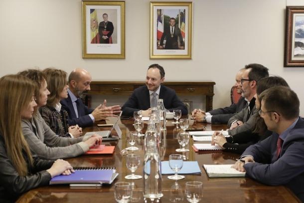 Un moment de la reunió de la taula ministerial per abordar la situació dels joves amb trastorns conductuals.