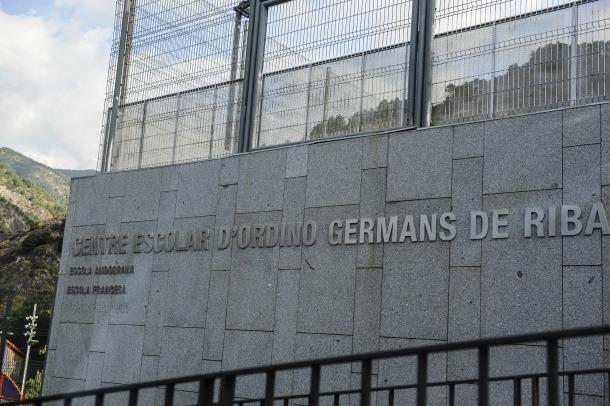 Façana de l'escola francesa d'Ordino.