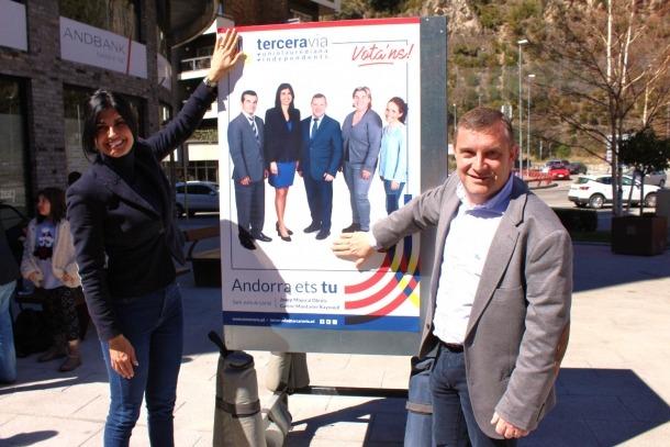 Carine Montaner i Josep Majoral, caps de llista de Terceravia, van ser els més matiners.