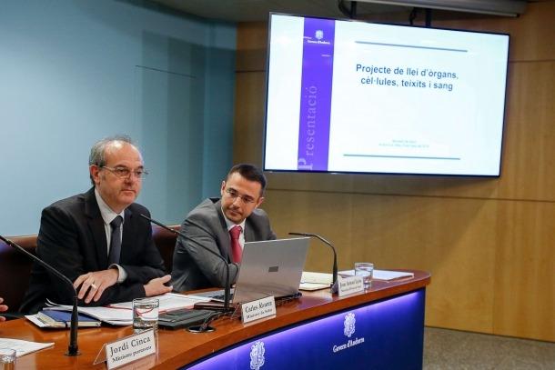 El ministre de Salut, Carles Álvarez, i el secretari d'Estat, Joan Antoni León, van presentar ahir la llei d'òrgans, cèl·lules, teixits i sang.