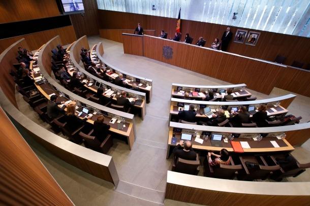 Amb el reglament vigent l'assistència a les sessions és un dret però no una obligació.