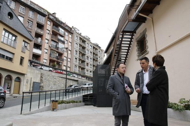 Xavier Espot, Núria Rossell i Marc Pons van presentar ahir algunes de les propostes de Demòcrates en matèria d'habitatge.