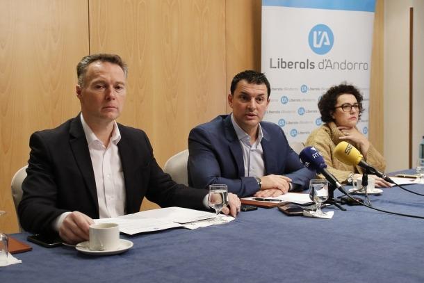 Costa, Gallardo i Pallarés van compartir ahir un esmorzar amb els mitjans.