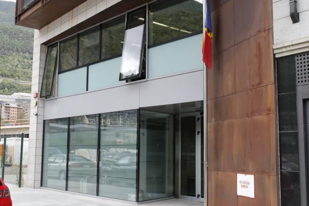 Entrada a l'edifici del Prat del Rull on hi ha el Registre de Societats Mercantils.