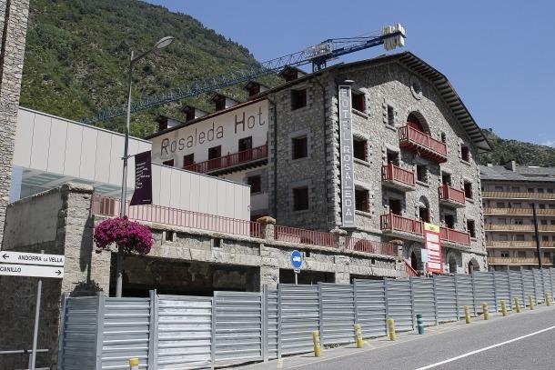 L'hotel Rosaleda, ahir a la tarda: el procés d'expropiació es va iniciar l'octubre del 2006.