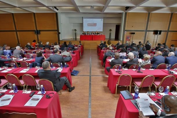 La trobada d'una setantena de constitucionalistes de 42 països diferents es va celebrar a l'Andorra Park Hotel.