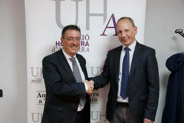 Manel Ara i Carles Ramos després de l'assemblea de la Unió Hotelera d'Andorra, ahir.