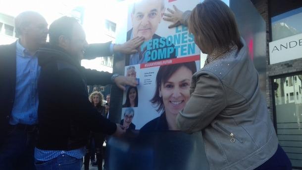 Xavier Espot va ajudar els dos candidats taronja, Carles Álvarez Marfany i Vicky Grau.