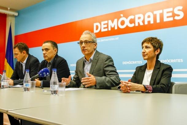 Miquel Casal, Marc Casal, Francesc Camp i Begoña Rubio en la presentació de la candidatura demòcrata de Canillo.