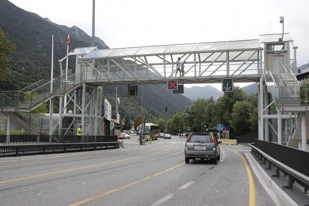 El pas elevat de la carretera general 1 a l'alçada de l'estadi Comunal ja està sent utilitzat pels ciutadans.
