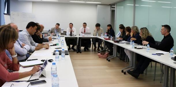 Un moment de la reunió d'ahir entre l'executiu i els tres grups parlamentaris que li donen suport.