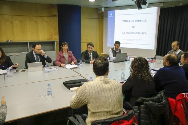 Una de les reunions mantingudes entre els sindicats de l'administració i el Govern.