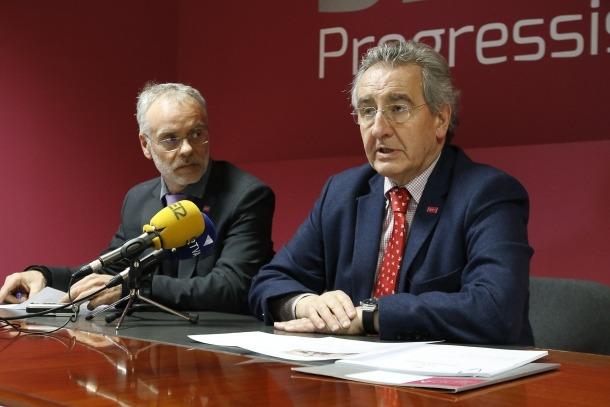 El cap de la llista nacional de Progressistes-SDP, Josep Roig, i el president de la formació, Jaume Bartumeu, ahir.