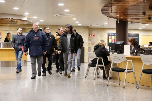 Els representants sindicals abans d'una de les reunions mantingudes amb el Govern.