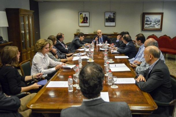 Treballadors i empreses paguen des d'avui un 1 per cent més de cotització reunio patronal govern cea cambra pime