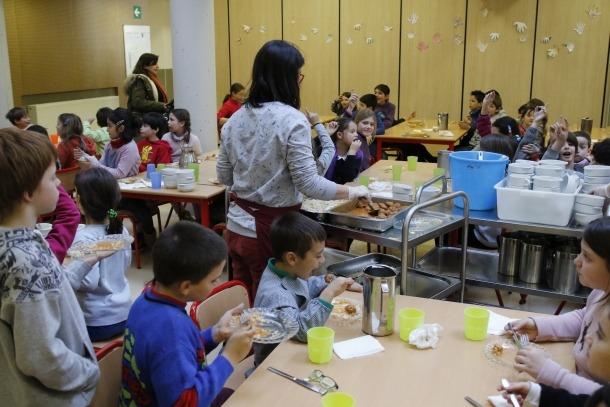 Tres escoles tancades per la vaga d'ensenyants del sistema francès