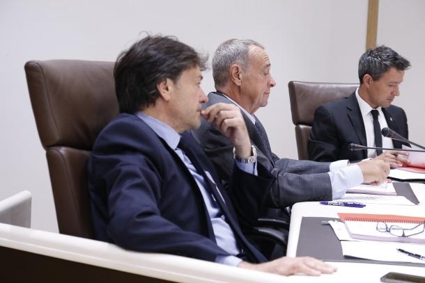Els consellers de CdI+L'A, Víctor Pintos i Jordi Minguillón en una sessió de Comú.
