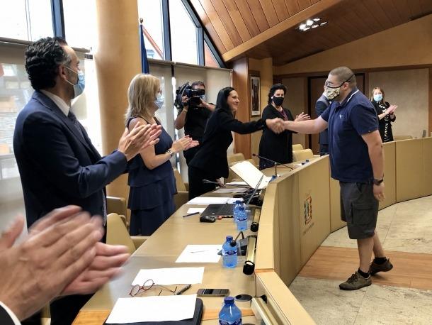 Un moment del jurament dels deseners dels quarts al consell de Comú, ahir.