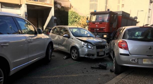 Una dona resulta ferida en un xoc amb quatre vehicles implicats