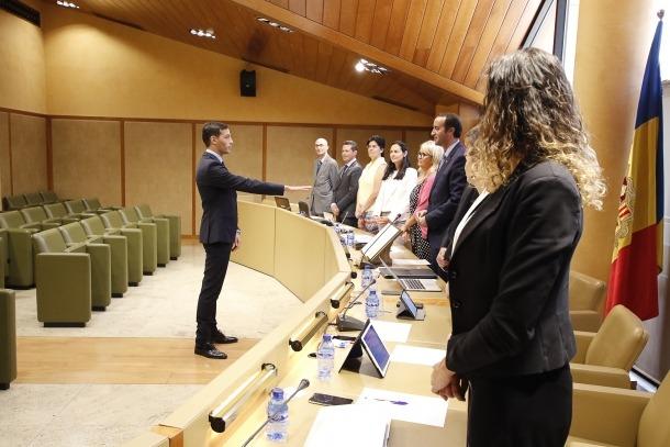 Lluís Gonçalves jura com a nou inspector comunal.